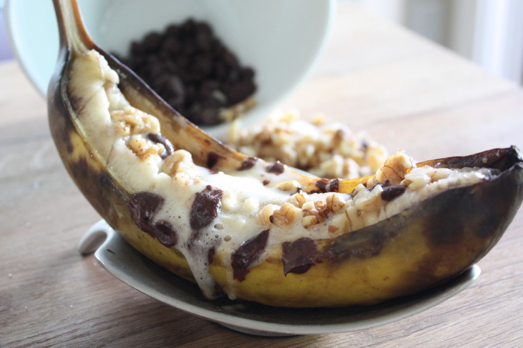 grilled banana with marshmallows, dark chocolate and walnuts
